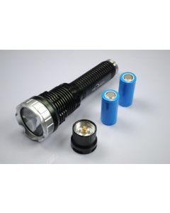 Trustfire Tr-J10 Liminus SST-90 Lampe de poche LED à 5 Mode avec piles, chargeur et boîte-cadeau