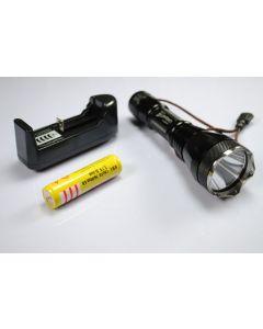 UniqueFire UF-2190 Cree XM-L T6 3 modes Led lampe de poche avec 18650 batterie et chargeur